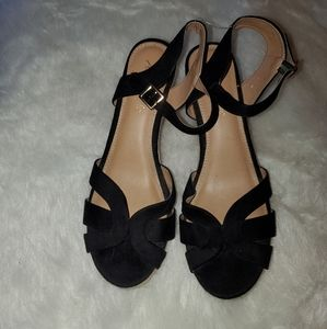 American Eagle  Size 10 Black & Tan Wedges